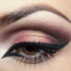 Pretty eyeshadow.  Tutorial available.