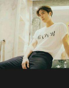 Uh he's so hot from every angle 😍😍 Got7 Jackson, Jackson Wang, Youngjae, Kim Yugyeom, Girls Girls Girls, Jinyoung, Rapper, Mark Bambam, Got7 Aesthetic