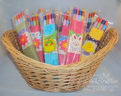 Pen packaging idea, but with a bow in the middle. The Southern Stamper: Stampin Up Craft Fair Item–Easter Pencil Sets Christmas Craft Fair, Holiday Crafts, Rustic Crafts, Handmade Crafts, Diy Ostern, Bazaar Crafts, Holiday Candy, Craft Show Ideas, Thing 1