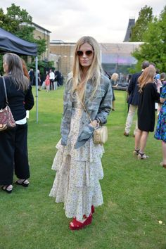 Laura Bailey, model and Vogue contributor, looked stunning in a fashion-forward lace dress at the star-studded anniversary Dulwich Picture Gallery party Lace Maxi, Lace Dress, Pop Fashion, Fashion News, Dulwich Picture Gallery, Laura Bailey, Red Platform, Fashion Leaders, Crisp White Shirt