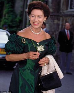 Dazzling stories behind the world's greatest jewels: From Princess Margaret's clip-on earrings to the old lady who had of gems hidden in her bungalow Princesa Margaret, Windsor, Duchess Of York, Duke And Duchess, Prinz Philip, Reine Victoria, Margaret Rose, Hm The Queen, Queen Elizabeth