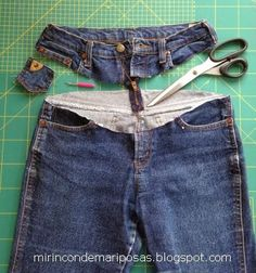 my corner of butterflies: Tuneando jeans Altering Jeans, Jeans Refashion, Denim Fashion, Fashion Tips, Fashion Hacks, Denim Ideas, Recycle Jeans, Old Jeans, Jeans Pants