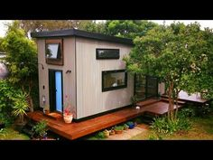 Family builds 6 tiny homes for hotel on old Portland parking - YouTube