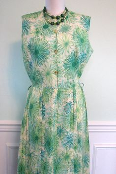 Dress Mode O Day Spring Green.  Vintage pleated floral day dress by Mode O Day.  Size label is missing. Measurements laid flat are:  19.0