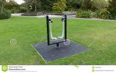 gimnasio-en-el-parque-45299450.jpg (1300×821)
