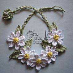 白いお花のネックレス