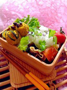 カボチャとクリチの爪楊枝串団子 豚肉、昆布、根菜の煮物のおべんとさん。