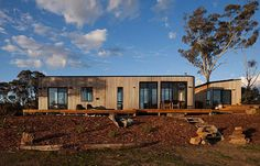 Streamlining design and construction, Bill McCorkell has developed Archiblox, a cost-effective and customised prefabricated modular housing solution. Modern Prefab Homes, Prefabricated Houses, Modular Housing, Modular Homes, Australian Architecture, Residential Architecture, Modular Home Designs, Modular Design, Large Water Features