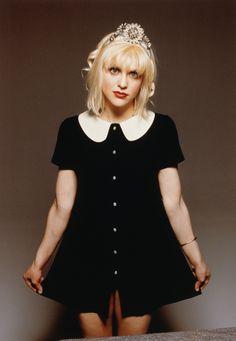 Courtney Love. Peter Pan collar button front dress.