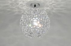 Artikel 86894 Schitterende plafondlamp met bloemen van acrylglas. Andere details zijn uitgevoerd in glanzend chroom. Als deze lamp brandt ontstaat er een schitterend lichteffect op het plafond. http://www.rietveldlicht.nl/artikel/plafondlamp-86894-modern-chroom-acrylaat/plexiglas-rond