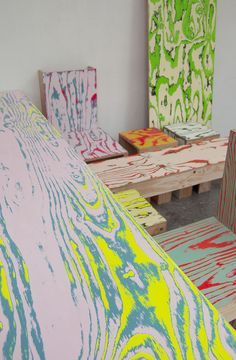 Gorgeous tables and chairs with colorful woodgrain effect - Coloriage | Schemata Architectes / Jo Nagasaka