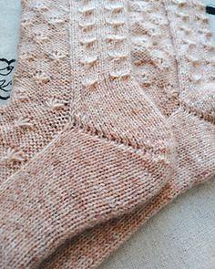 Ravelry: Toe-up WaterLily Socks pattern by Tatiana Kulikova free pattern