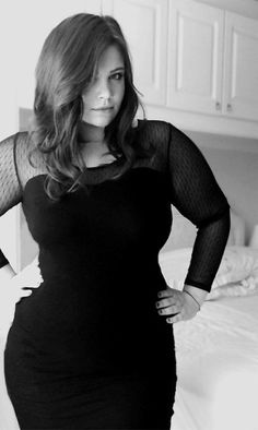 Let's celebrate the beauty of curvy women and plus size fashion. Curvy Fashion, Plus Size Fashion, Girl Fashion, Plus Size Beauty, Beautiful Curves, Beautiful Ladies, Girl Falling, New Dress, Sexy Women