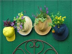 20 Low-Budget Garden Pots and Container Projects - Page 2 of 2 - Garden Lovers Club Diy Garden, Garden Crafts, Garden Planters, Garden Projects, Garden Ideas, Garden Web, Fence Garden, Diy Planters, Balcony Garden