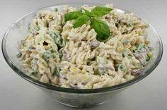 Verdens bedste pastasalat Salad Menu, Salad Dishes, Easy Salad Recipes, Easy Salads, Healthy Recipes, Crab Stuffed Avocado, Waldorf Salat, Cottage Cheese Salad, Dinner Salads