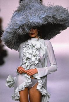 John Galliano for Dior, 1991 Look Fashion, 90s Fashion, Couture Fashion, High Fashion, Vintage Fashion, Fashion Design, John Galliano, Christian Dior, Christian Hats