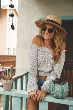 0447b703a5cc Check out these beautiful outfits with hats that are great for summer. Long  Shirt Outfits