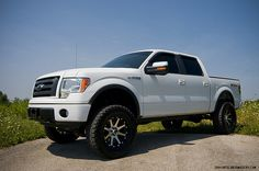 white truck, black rims ♥ my dream truck! Lifted Trucks, Ford Trucks, Pickup Trucks, Ford F150 Fx4, Truck Rims, Brown Puppies, White Truck, Puppy Dog Eyes, Lego Room