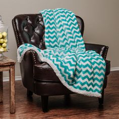 Chanasya Super Soft Ultra Plush Cozy Fluffy Warm Chevron Print Modern Contemperary Design Velvet Fleece Front and Fuzzy Sherpa Back Throw Blanket - Teal and White