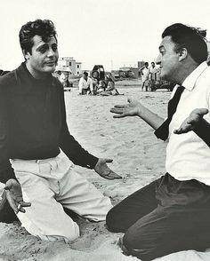 Marcello Mastroianni and Federico Fellini behind the scenes of La Dolce Vita Marcello Mastroianni, Catherine Deneuve, Best Director, Film Director, Fellini Films, Photo Vintage, Vintage Images, Charlie Chaplin, Film Stills