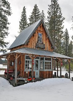 Small Log Cabin, Tiny Cabins, Little Cabin, Tiny House Cabin, Log Cabin Homes, Cabins And Cottages, Cozy Cabin, Tiny House Design, Log Cabins