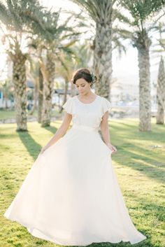 Short sleeve dress: http://www.stylemepretty.com/destination-weddings/2015/03/13/spanish-seaside-bridal-inspiration/ | Photography: Renee Hollingshead - http://www.reneehollingshead.com/