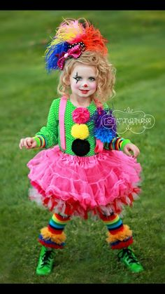 Clown costume - beauty-makeup, skincare, hair, and nail content Cute Clown Costume, Halloween Costumes For Girls, Halloween Kids, Clown Costumes Kids, Halloween 2018, Halloween Crafts, Clown Party, Circus Party, Carnival Costumes