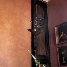 Závěsná zvonkohra Manta Líba Závěsná zvonkohra Manta Líba je dvoutónová zvonkohra . Na závěsném křidýlku je dřevěná kulička, které při závanu větru rozezní zvonkohru. Příjemným zvoněním upozorní v letních měsících na příchod příchod vánku či větru, v zimních měsících doma upozorní na to, že vám někdo lašuje v lednici či ve spíži. Rovněž ji ...