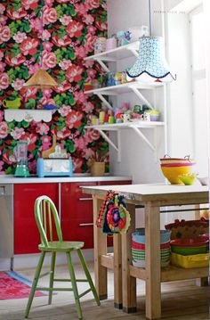 Floral wallpaper by Eijffinger Wallpaper your kitchen. Wallpaper in the kitchen may be considered an outdated trend of the 1950s and 60s, but as they say -- everything old is new again. A chic wall covering can give your kitchen a distinctive look and add tons of personality and style.
