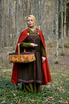 This beautiful cloak will fit any Viking Queen or Medieval Lady.  It will keep you warm in the summer nights and will look magnificent with your
