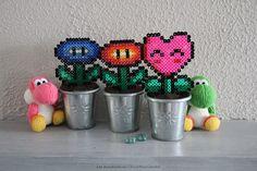 Fleurs Mario en perles à repasser Flowers beads Hama Mario, Pixel Art, Diy Fleur, Planter Pots, Beads, Bricolage, Quirky Gifts, Gift Ideas, Flowers