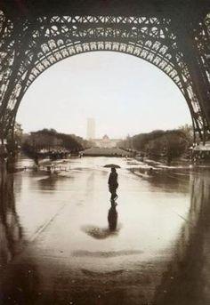 Face of Paris Optical Illusion