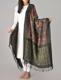 Dupatta is the eyepatcher in this simple white suit Kalamkari (hand painted) Ikat Cotton Dupatta Salwar Designs, Kurti Designs Party Wear, Blouse Designs, Dress Indian Style, Indian Dresses, Indian Outfits, Indian Attire, Indian Ethnic Wear, Ethnic Style