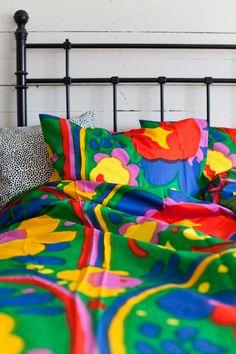 Best bed linens for your home Linen Fabric, Linen Bedding, Bed Linen, Flat Shapes, Cool Beds, Marimekko, Mid Century, Textiles, Simple