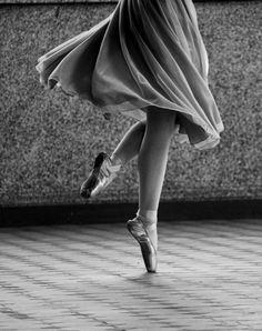Draps de grace by Quentin Bacchus Black And White Drawing, Black And White Portraits, Black And White Photography, Ballet Shoes, Dance Shoes, Dream Pictures, Female Dancers, Blue Eyed Girls, Fashion Wall Art