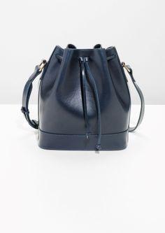 Other Stories   Leather Bucket Bag Penderie, Sacs, Sac À Bandoulière En Cuir fe7127ca31f2