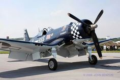 My favorite WWII airplane, the Corsair! ~ Yep, mine too! Plane Photos, Aircraft Photos, Ww2 Aircraft, Military Aircraft, Commercial Plane, F4u Corsair, Vintage Air, Us Navy, Wwii
