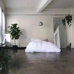 na / Interior Room Ideas Bedroom, Home Bedroom, Bedroom Decor, Bedrooms, Apartment Interior, Interior Design Living Room, Minimalist Room, Aesthetic Room Decor, House Rooms