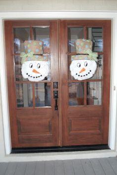 {day by day delight}: Burlap Door Hanger - Tutorial Burlap Projects, Burlap Crafts, Wreath Crafts, Burlap Wreath, Wreath Ideas, Craft Projects, Diy Crafts, Craft Ideas, Burlap Door Decorations