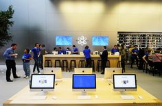Genius bar Apple Brand, Work Spaces, Office Ideas, How To Memorize Things, Career, Reception, Sunday, Desk, Bar