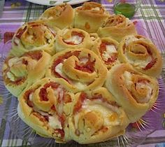 Thermomix Recipes: Thermomix Savoury Rose Cake For the dough - 350 g Plain Flour - 150 g Milk - 20 g Brewer's Yeast - 20 g Olive Oil - 3 Egg-Yolks - 1 Egg - Salt, to taste - Black Pepper, to taste For the filling - Cold Cuts - Cheeses Savory Snacks, Snack Recipes, Cooking Recipes, Albanian Recipes, Albanian Food, Thermomix Bread, Bellini Recipe, Bread Dishes, Rose Cake
