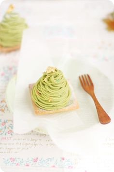 This Matcha Mont Blanc looks absolutely delicious! Japanese Pastries, Japanese Sweets, French Pastries, Japanese Matcha, Sweets Recipes, Tea Recipes, Sushi Recipes, Small Desserts, Gourmet Desserts
