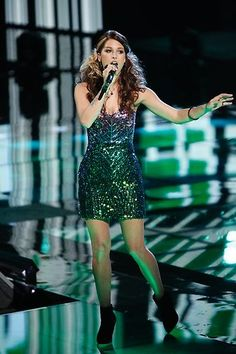 Cassadee Pope this is when she sang little talks. The Voice Nbc, The Voice Winners, Nick Jonas Smile, Voice Singer, Cassadee Pope, Country Music Artists, Season Premiere, Good Looking Women, Her Music