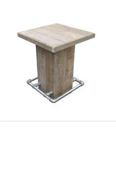 •Met de hand vervaardigde robuuste sta tafel gemaakt uit gebruikt steigerhout en steigerpijp. •In de afmeting 80 x 80 x 110. •Tafelblad heeft de afmeting 86 x 86 •Poot heeft de afmeting 40 x 40. •Rondom de sta tafel een voetensteun van steigerpijp. •Perfect te combineren met steigerhouten barkrukken.