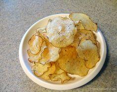 간식만들기: 오븐으로 감자칩 만들기 / 크런키초코바 만들기 ::: 집에서 자주 만들어 먹는 간식: 감자칩과 크런키초코바 입니다. 비교적 만들기도 간단하고 안전한 건강식 간식 소개합니다. 사실 감자칩은 좀 시간이 걸립니다. ^^;;   만들어 놓으면 금방 다 먹어버리게 되는 맛난 간식이랍니다. 남녀노소 인기 좋은 간식이네요  우선 감자칩 만드는 과정입니다. 양배추 채칼로 얇게 썰어서 물에 담가 전분을 빼준 후 물기를 빼줍니..