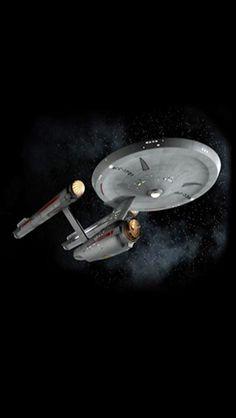 The Consitiution class USS Enterprise from the original Star Trek series Star Trek 1, Star Trek Show, Star Trek Series, Uss Enterprise Ncc 1701, Star Trek Enterprise, Star Trek Voyager, Star Trek Wallpaper, Iphone Wallpaper, Aliens