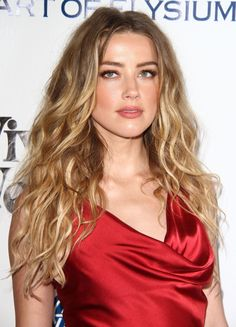 Daily pics of the beautiful Amber Heard Amber Hard, Amber Heard Hair, Long Hair Cuts, Long Hair Styles, Best Long Haircuts, Red Dress Makeup, Bella Thorne, Gorgeous Hair, Beautiful