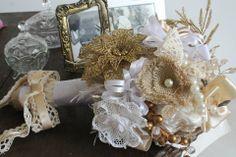 Buquê de flores e broches, confecção para casamento de Flávia e Ismael
