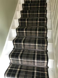 Luxury Carpet Runners For Stairs Refferal: 1622464577 Diy Carpet, Modern Carpet, Carpet Ideas, Hall Carpet, Tartan Stair Carpet, Stairway Carpet, Staircase Runner, Stair Runners, Carpet Stores