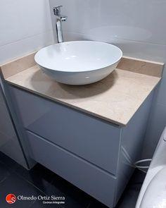 De acuerdo a las nuevas tendencias del hogar los baños con pedestal ya están fuera de moda y no son para nada funcionales 🚫 Los baños modernos cuentan en su área con algún tipo de gabinete. Así sea, un mueble espejo flotante, un mueble bajo el lavamanos o encima del inodoro, repisas y otras opciones más. Siempre aprovechando el espacio aéreo. 👌 #mobiliariobaño #mueblesdebaño #mueblesdebaños #muebleparabaño #mobiliariocali Pedestal, Sink, Vanity, Bathroom, Interior, Ideas, Home Decor, Washroom, Mirrored Furniture